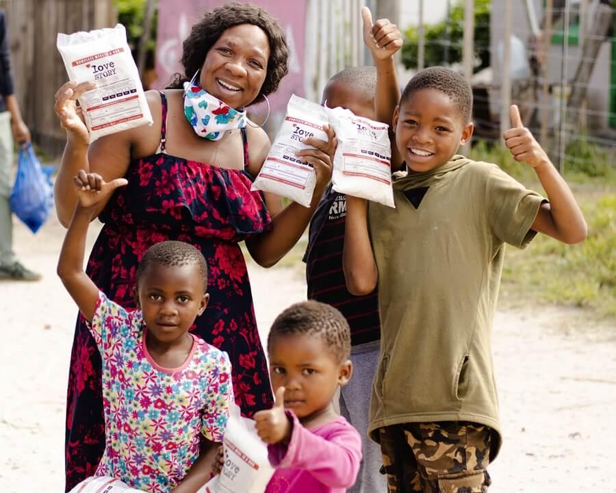 Love Story porridge handover in Walmer Township 4x5
