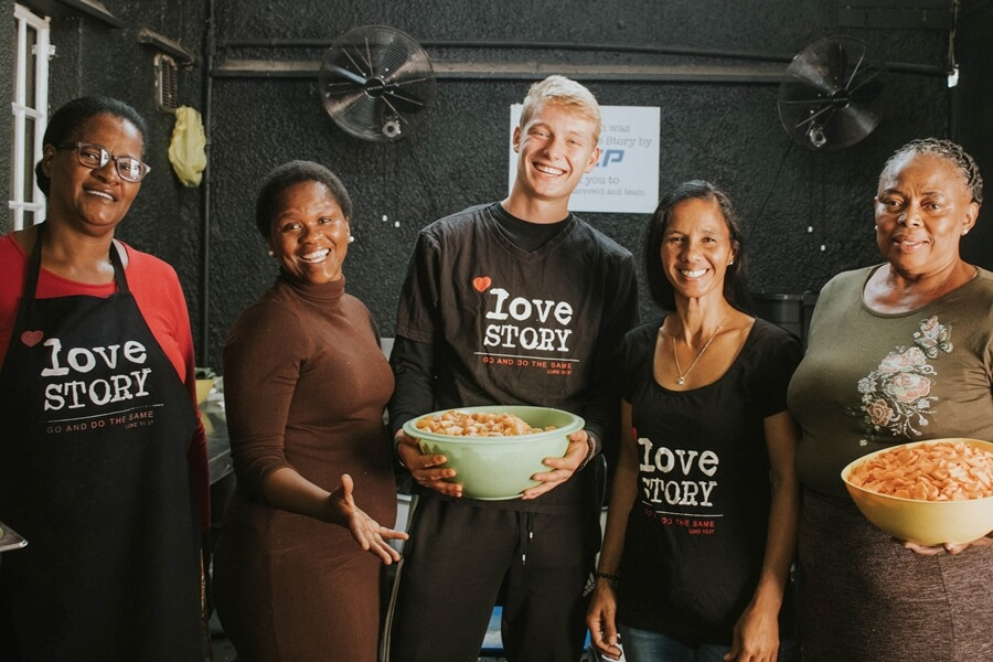Love story volunteers
